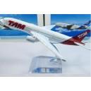 Maqueta avión TAM B777-2
